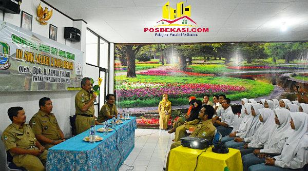 Wakil Walikota Bekasi H Ahmad Syaikhu saat mengunjungi SMKN 2 Bantar Gebang Kota Bekasi, Selasa 20 September 2016.[ISH]