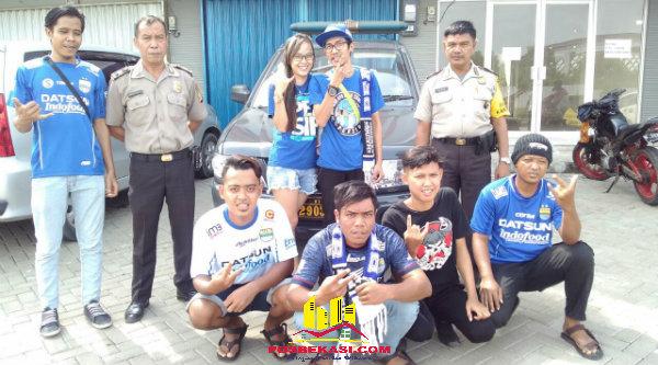 Bobotoh Setu sebelum berangkat menuju Stadion Wibawa Mukti Cikarang guna mneyaksikan duel Persib Bandung - Persegres Gresik United, Sabtu 22 Oktober 2016.[BEN]