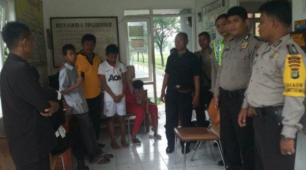 Polsek Setu selesaikan kasus pencurian handphone oleh dua remaja dengan problem solving di kantor Pospol GPM.[RAD]