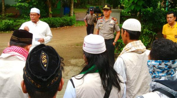 FMBS dan FMBR Kabupaten Bekasi sebelum berangkat ke Jakarta menuntut penistaan agama yang dilakukan Ahok.[IDH]