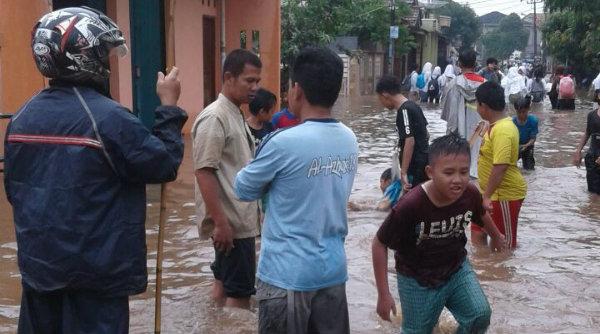 Banjir di Perumahaan GMM Setu.[HSB]