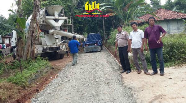 Pembangunan jalan desa.[BEN]