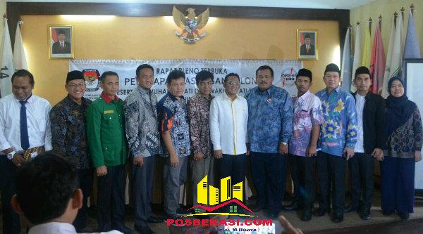 Komisioner KPU Kabupaten Bekasi dan Timses 5 paslon usai rapat pleno penetapan paslon, Senin 24 Oktober 2016.[BEN]