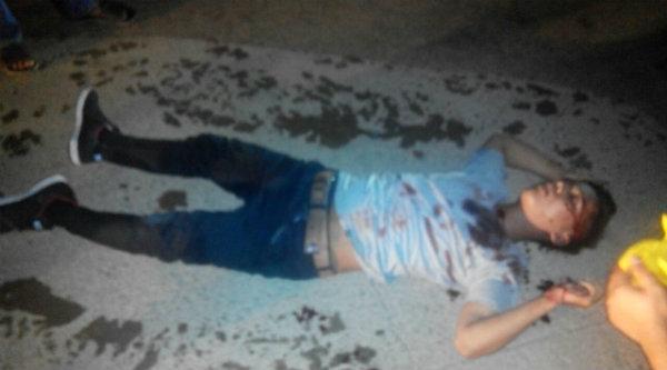 Korban tewas bersimbah darah di jalan.[BEN]