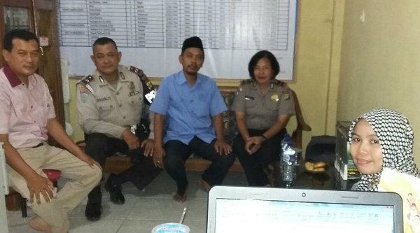 Kanit Binmas, Kanit Intelkam Kanit Provost dan Ketua Yayasan MTs At Taqwa Desa Lubang Buaya, Setu, Kabupaten Bekasi.[HSB]