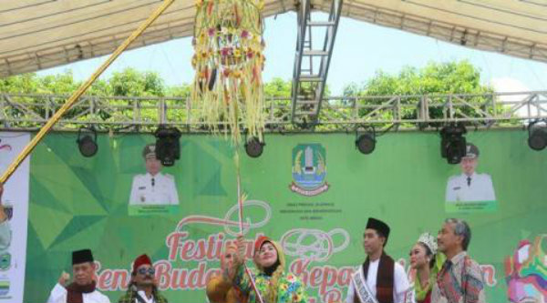 Pembukaan Festival Seni, Budaya dan Kepariwisataan se Jawa Barat, di Plaza Kantor Walikota Bekasi, Sabtu 29 Oktober 2016.[SUB]