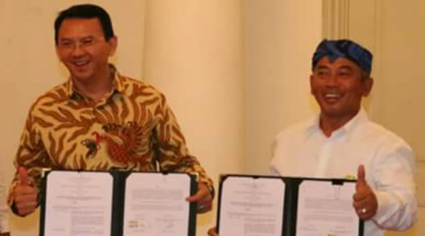 Walikota Bekasi Rahmat Effendi dan Gubernur DKI Jakarta Basuki Tjahaja Purnama usai penandatanganan kesepakatan Addendum Kedua TPST Bantargebang di Balai Kota DKI Jakarta, Rabu 26Oktober 2016.[IST]