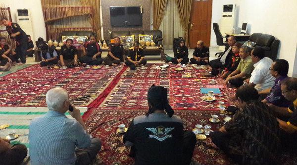 Pokdar Kamtibmas Kota Bekasi saat rapat kerja dan rapat pengurus di rumah dinas Wakil Walikota Bekasi H Ahmad Syaikhu di Perumahan Jaka Permai Jaka Sampurna, Bekasi Barat, Kamis 20 Oktober 2016.[ISH]