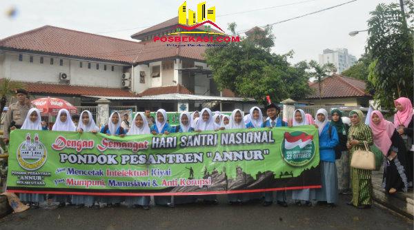 Para santri mengikuti kirap peringatan Hari Santri Nasional di Kota Bekasi, Sabtu 22 Oktober 2016.[BEN]