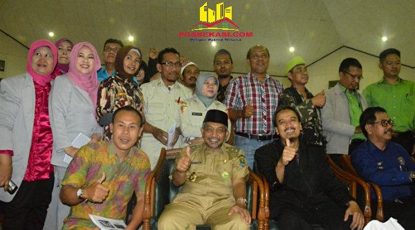 Wakil Walikota Bekasi H Ahmad Syaikhu pada pembukaan pendidikan wawasan kebangsaan bagi ratusan anggota organisasi kemasyarakatan di Islamic Center Kota Bekasi, Selasa 18 Oktober 2016.[BEN]