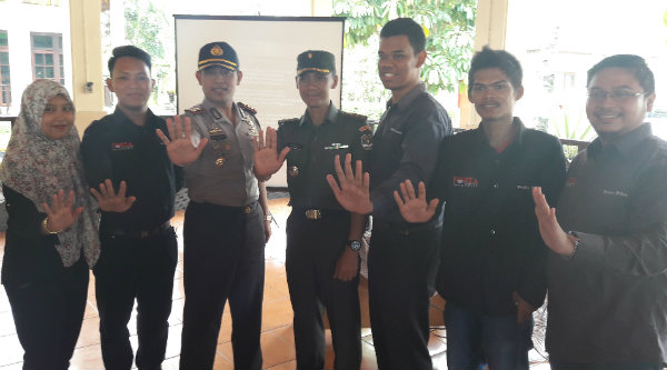 Wakapolres Metro Bekasi Kota, AKBP Wijonarko pada penatik DPC Granat Kota Bekasi.[ISH]