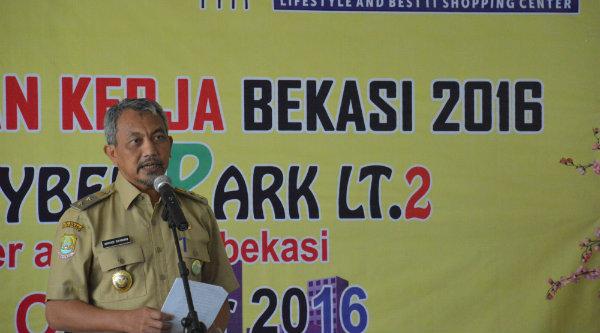 Wakil Walikota Bekasi H Ahmad Syaikhu saat membuka Job Fair 2016  yang digelar dari 11-13 Oktober 2016 di Bekasi Cyber Park.[BEN]