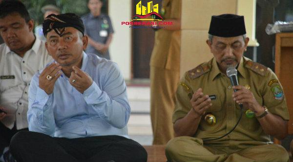 Walikota Bekasi H Rahmat Effendi dan Wakil Walikota Bekasi H Ahmad Syaikhu pada syukuran Khatamil Quran ASN di Pendopo Kantor Walikota Bekasi, Selasa 18 Oktober 2016.[IDH]