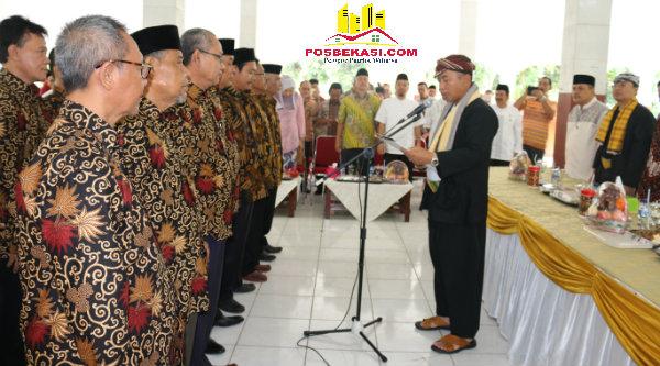 Walikota Bekasi Rahmat Effendi mengukuhkan kepengurusan MUB Kecamatan Mustika Jaya dan Kecamatan Bantargebang, Jumat 14 Oktober 2016.[BEN]