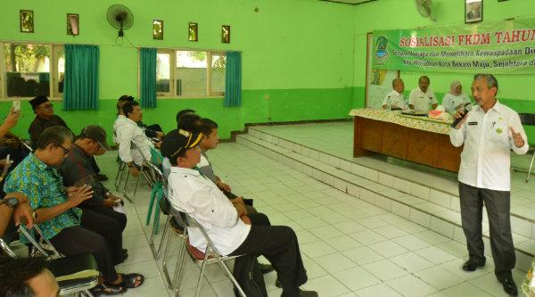 Wakil Walikota Bekasi H Ahmad Syaikhu sosialisasikan peran FKMD di Aula Kantor Kecamatan Rawalumbu, Rabu 26 Oktober 2016.[ISH]