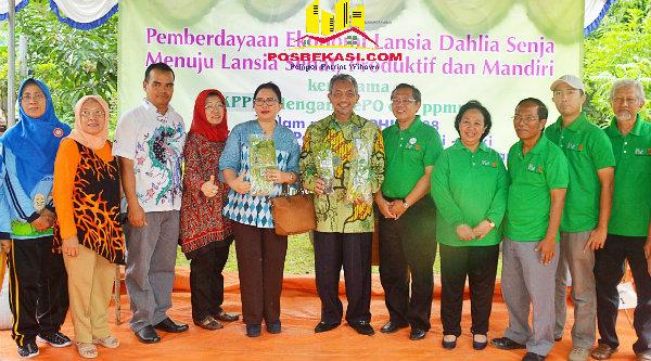 """Wakil Walikota Bekasi H Ahmad Syaikhu hadiri pelatihan pemberdayaan ekonomi """"Dahlia Senja"""" melalui program pertanian berkebun organik, Sabtu, 15 Oktober 2016.[BEN]"""