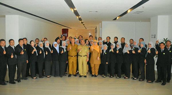 Wakil Walikota Bekasi H Ahmad Syaikhu bersama para aparatur yang turut dalam pelatihan Accounting Helpdesk di Hotel Santika Mega Mall Bekasi, Senin 21 Nopeber 2016.[ISH]
