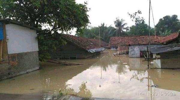 Banjir Karawang rendam ribuan rumah warga.[IST]
