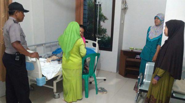 Kasi Humas Polsek Setu Aiptu Parjiman yang ditelepon warga meminta bantuan untuk membawa pulang dari RS.[IST]