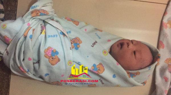 Bayi laki-laki baru lahir ditemukan di rumah warga Kampung Cijengkol, Setu, pada Kamis 17 Nopember 2016 malam.[RAD]