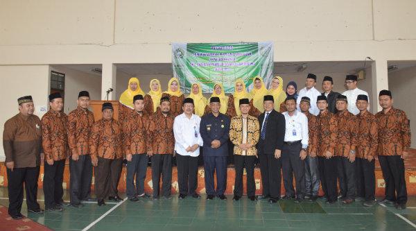 Wawali Ahmad Syaikhu bersama pengurus FKPAI Kota Bekasi.[ISH]