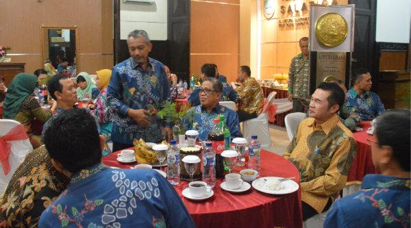 Wakil Walikota Bekasi Ahmad Syaikhu bersama peserta menghadiri gala dinner Rakerkomwil III Apeksi di Kota Salatiga.[ISH]