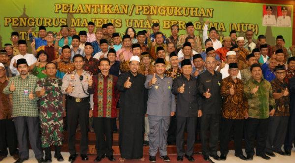 Walikota Bekasi Rahmat Effendi bersama pengurus Majelis Umat Beragama (MUB) Kelurahan se-Kota Bekasi yang baru dilantik, Senin 14 Nopember 2016.[BEN]