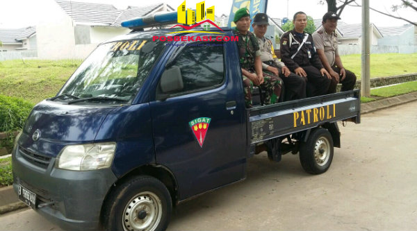 Patroli gabungan Polsek dan Koramil Setu.[ZAI]