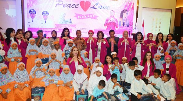 Wakil Walikota Bekasi Ahmad Syaikhu pada peresmian kelompok bhakti sosial Peace and Love Bekasi, Kamis 17 Nopember 2016.[ISH]