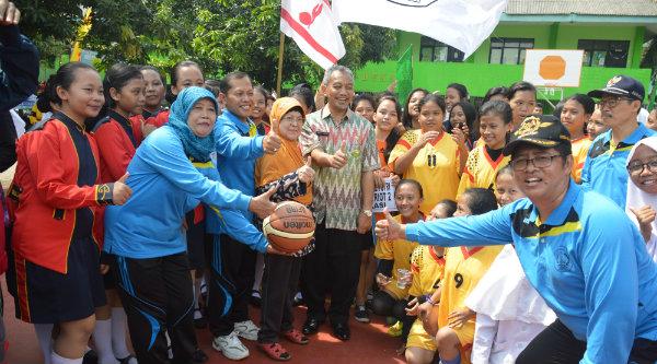 Wakil Walikota Bekasi H Ahmad Syaikhu pada pembukaan Porseni Pelajar Yayasan Patriot Kota Bekasi, Kamis 17 Nopember 2016.[ISH]