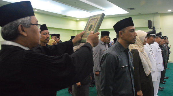 Sumpah jabatan ASN dilingkungan Pemko Bekasi, Jumat 4 Nopember 2016.[BEN]
