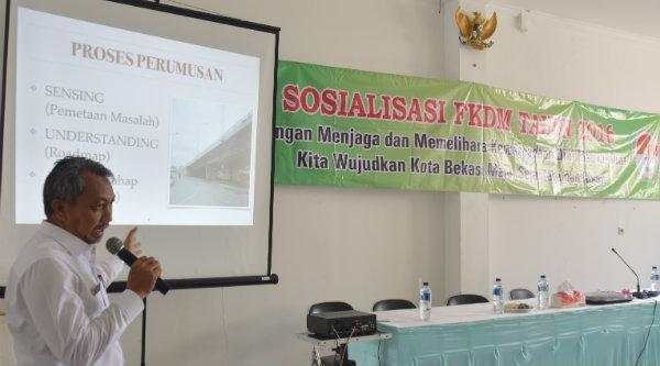 Wakil Walikota Bekasi H Ahmad Syaikhu saat itu memaparkan program Bekasi Smart City. Diselipkan dalam materinya, bagaimana warga dapat berperan dalam informasi melalui layanan aplikasi POT.[ISH]