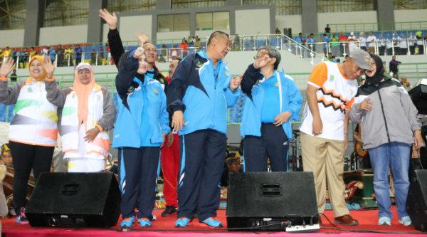 Wakil Gubernur Jawa Barat, H Dedi Mizwar pada pembukaan Pekan Olahraga Pemerintah Daerah (PORPEMDA) Jawa Barat XII 2016, di Stadion Patriot Candrabhaga Kota Bekasi, Senin 7 Nopember 2016 malam.[BEN]