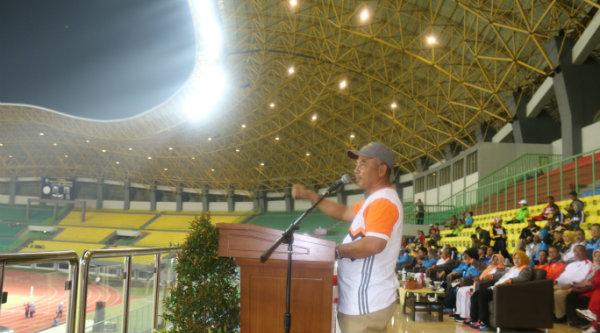 Walikota Bekasi, Rahmat Effendi, pada pembukaan Pekan Olahraga Pemerintah Daerah (PORPEMDA) Jawa Barat XII 2016, di Stadion Patriot Candrabhaga Kota Bekasi, Senin 7 Nopember 2016 malam.[BEN]