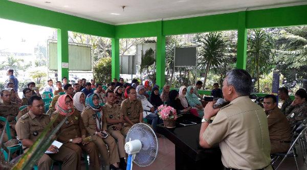 Wakil Walikota Bekasi, Ahmad Syaikhu, pada sosialisasi kebijakan pengampunan pajak atau tax amnesty bagi para pelaku UMKM yang digelar Kantor Pajak Pratama Pondok Gede, di Aula Kantor Kecamatan Jati Asih, kemaren.[ISH]