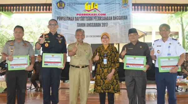 Wakil Walikota Bekasi, H Ahmad Syaikhu, pada penyerahan DIPA tahun anggaran 2017 kepada satuan Kerja kementerian/lembaga di wilayah Kota dan Kabupaten Bekasi, di Kantor Walikota Bekasi, Selasa 20 Desember 2016.[ISH]