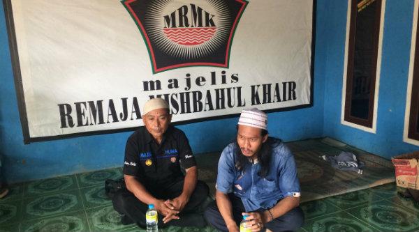 Kasi Humas Polsek Setu Aiptu Parjiman dan Panglima FMB Ustadz Muklasin.[IMA]