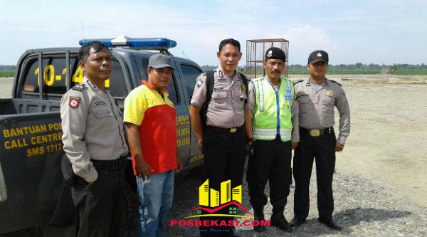 Kanit Patroli Aipda M Muji bersama anggota saat melakukan pengamanan di sumur bor Pertamina, Desa Jayasakti.[HSB]
