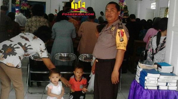 Polsek Setu perkatat pengamanan di Gereja Kristen Pasundan Cigelam Muktijaya Setu.[HSB]