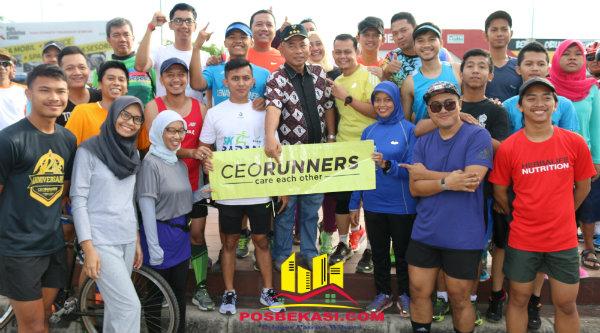 Walikota Bekasi Rahmat Effendi bersama peserta Patriot Jambore Sepeda Kota Bekasi.[USH]