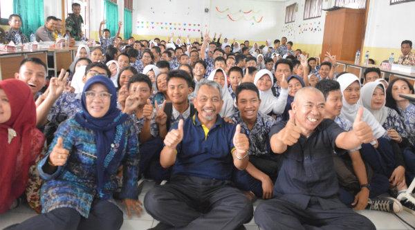 Wakil Walikota Bekasi H Ahmad Syaikhu tetap semangat sosialisasikan Kota Bekasi Smart City dikalangan generasi muda Kota Bekasi.[ISH]