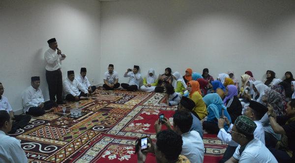 Wakil Walikota Bekasi H Ahmad Syaikhu pada syukuran khatmil Quran jajaran Dispera, Jumat lalu.[ISH]
