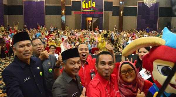 Wakil Walikota Bekasi H Ahmad Syaikhu pada acara edukasi pemanfaatan Internet Baik.[ISH]