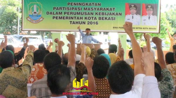 Walikota Bekasi Rahmat Effendi dalam temu komunikasi dengan warga.[BEN]