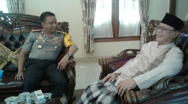 Kapolres Metro Bekasi Kombes Pol Asep Adi Saputra bersilaturahmi ke kediaman KH.Amin Noer, Lc, Selasa 24 Januari 2017.[IST]