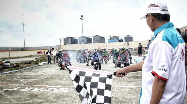 Wakil Walikota Bekasi Ahmad Syaikhu saat membuka kejuaraan Indonesia Mini GP 2017 di Revo Town, Kota Bekasi, Minggu 29 Januari 2017.[IST]