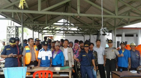 Rombongan Polres Metro Bekasi meninjau Kamtibmas Kampung Muara Bendera, Muara Gembong, Rabu 11 Januari 2017.[HSB]