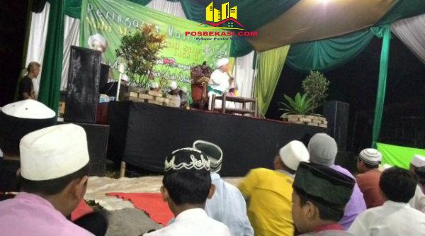 Peringatan Maulid Nabi Muhammad SAW 1438 H di Masjid Jami Al-Islah, di RT03/06 Kampung Burangkeng, Selasa 3 Januari 2017.[SUB]
