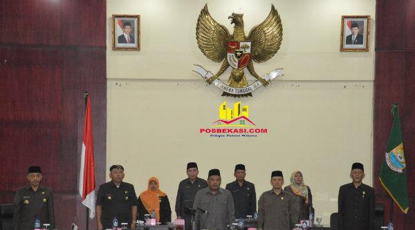 Walikota Bekasi Rahmat Effendi dan Wakil Walikota Bekasi Ahmad Syaikhu hadiri sidang paripurna DPRD Bahas Penugasan Banleg dan Pansus 17.[BEN]