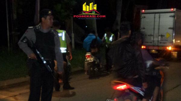 Operasi Cipkon malam hari yang digelar Polsek Setu, Rabu 25 Januari 2017 dinihari.[RIS]